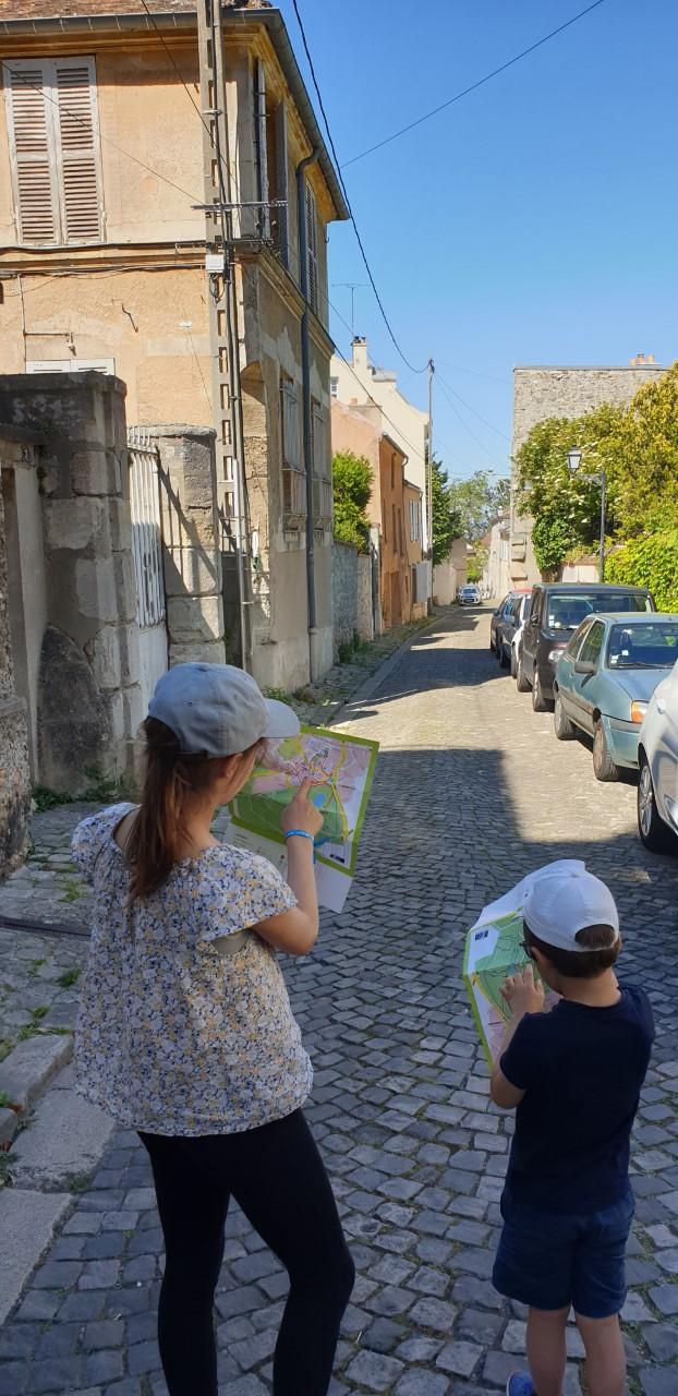 Alice et Baptiste, à la découverte du Vieux Marly © Laurent Leblois